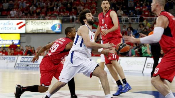 Euroliga 2012/2013 Top8: El Caja Laboral domina al CSKA y salva el primer match ball