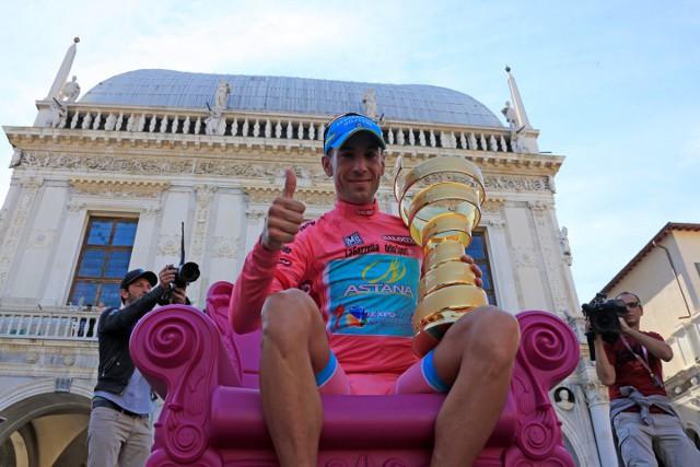 Nibali en el podio final como ganador del Giro 2013
