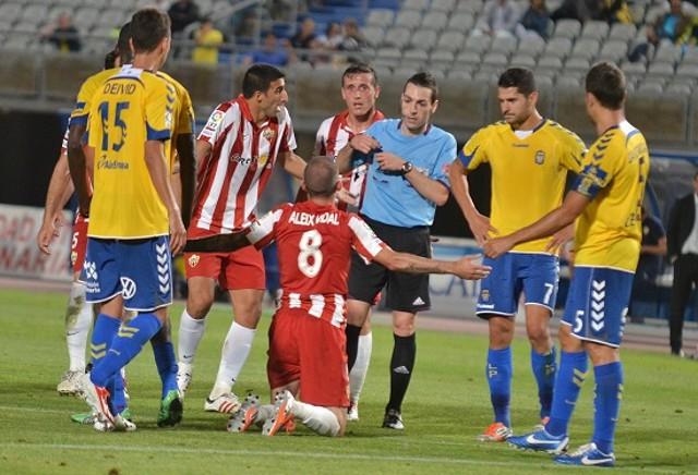El gol de Aleix Vidal pone en ventaja al Almería