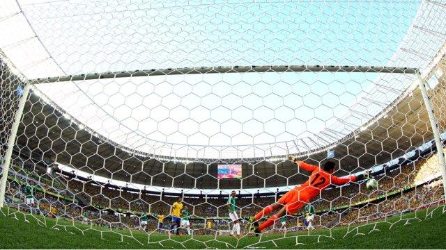 El gol de Neymar visto desde una perspectiva trasera