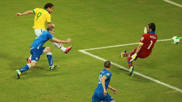 Fred consiguió un doblete ante Italia
