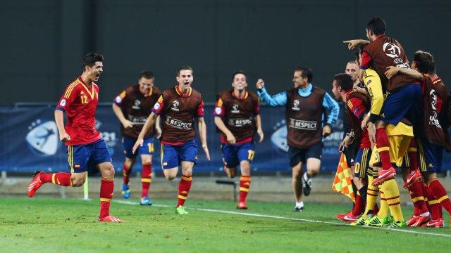 Morata celebra con sus compañeros el gol de la victoria ante Alemania