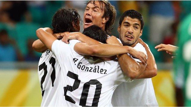 Uruguay gana a Nigeria y casi se asegura las semifinales