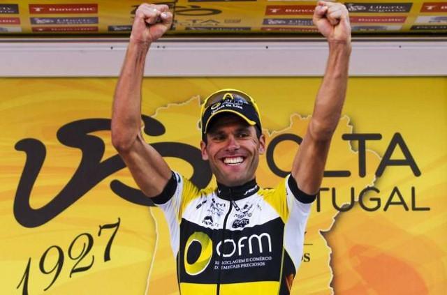 Alex Marque en el podio de la Vuelta a Portugal