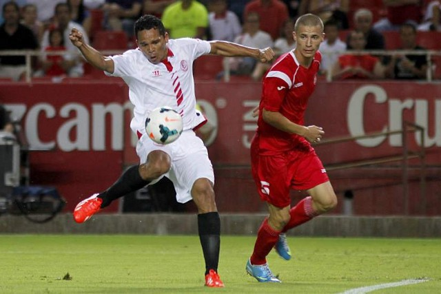 El colombiano Bacca se estrenó en el Sevilla con gol