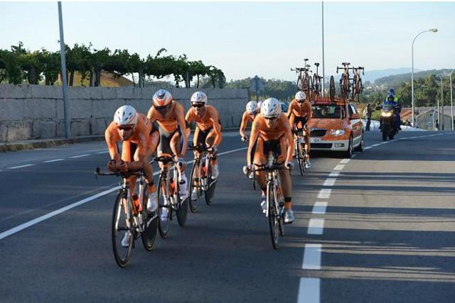 Euskaltel durante la crono por equipos en la Vuelta a España 2013