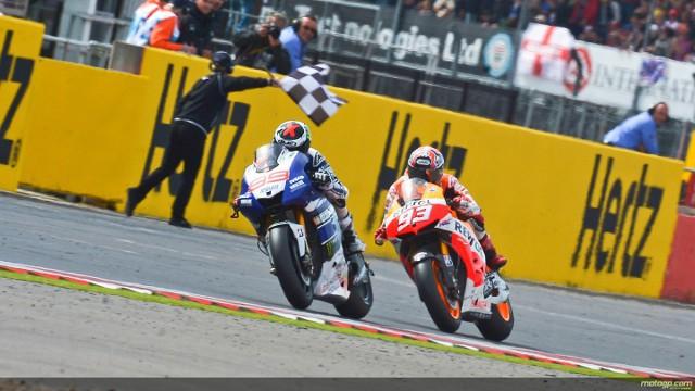 Lorenzo y Márquez protagonizaron una gran carrera en Silverstone