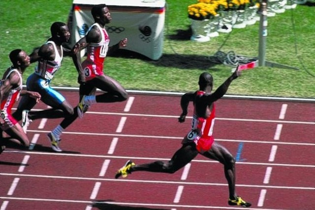 Ben Jonhson ganando la final de los 100 metros en Seúl 1988