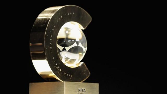 Trofeo que recibe el mejor entrenador del año en la gala del Balón de Oro