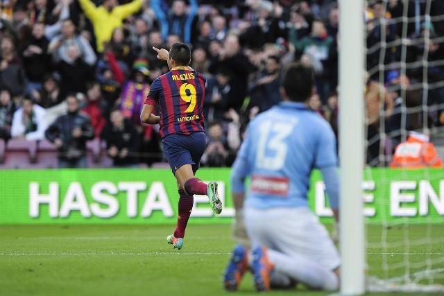 Alexis marcó tres goles al Elche