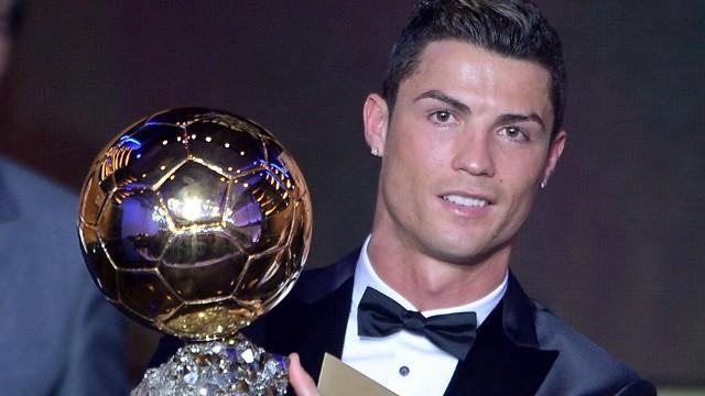 Cristiano Ronaldo con su segundo Balón de Oro