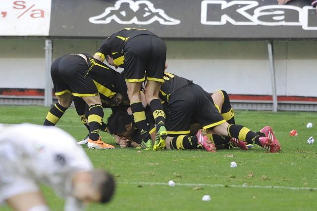 El Zaragoza se mete en los playoffs tras ganar en Gijón