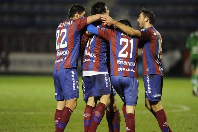 El Eibar sigue peleando por el ascenso directo a Primera División