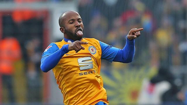 Kumbela anotó un hattrick ante el Hamburgo