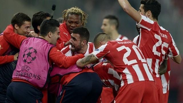 Los jugadores del Olympiacos hacen piña tras un gol