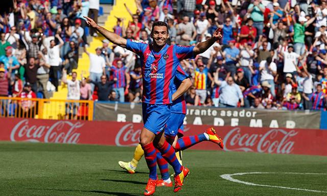 El Levante ganó al Atlético con gol de Barral
