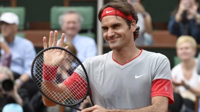 Federer a octavos de final en Roland Garros
