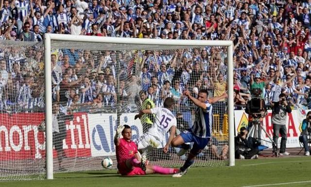 El gol de Marchena mete al Depor en Primera División