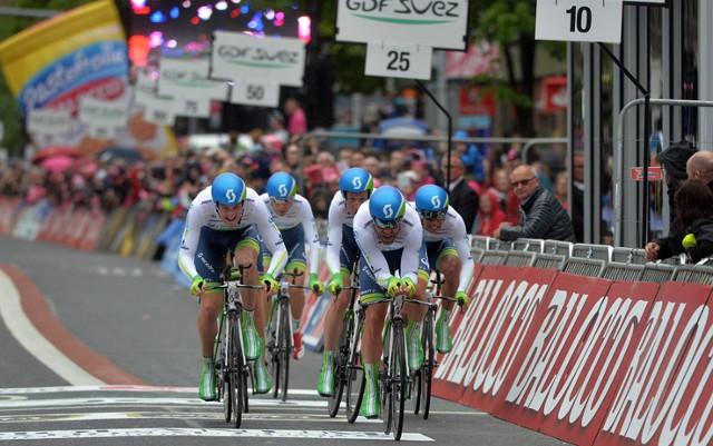 El equipo OricaGreenEDGE ganó la primera etapa del Giro 2014