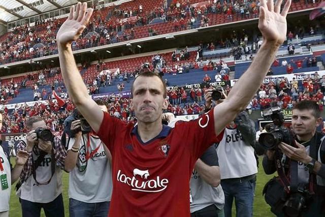 Puñal se despidió del fútbol llorando el descenso de Osasuna