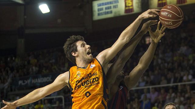 Liga Endesa ACB 2013-2014: Valencia Basket gana al Barça en el Palau y fuerza el 4º partido