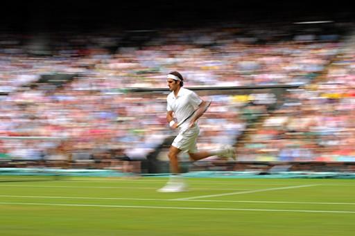 Federer a semifinales de Wimbledon con Raonic
