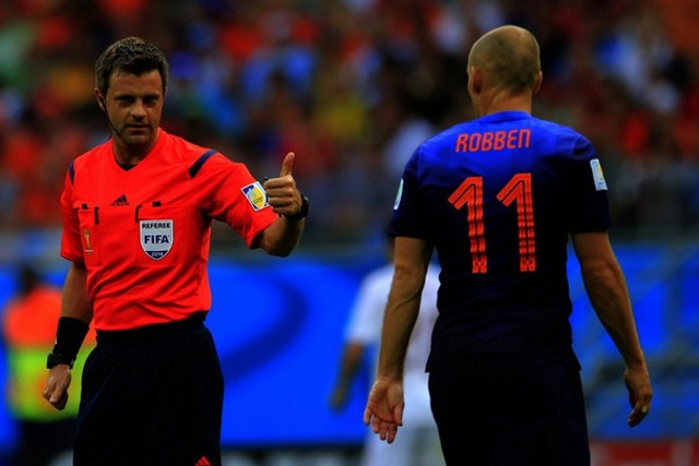 El árbitro Rizzoli en el partido España - Holanda
