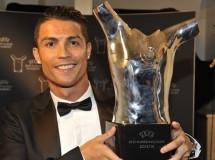 Cristiano Ronaldo recibe el premio al Mejor Jugador de Europa 2014-2015