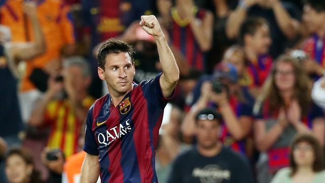 Messi comenzó la temporada con un doblete ante el Elche