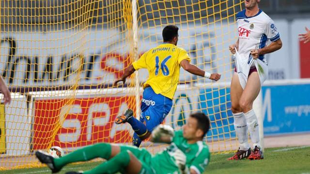 Las Palmas estrenó la temporada con victoria