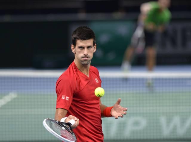 Djokovic a octavos en Paris Bercy