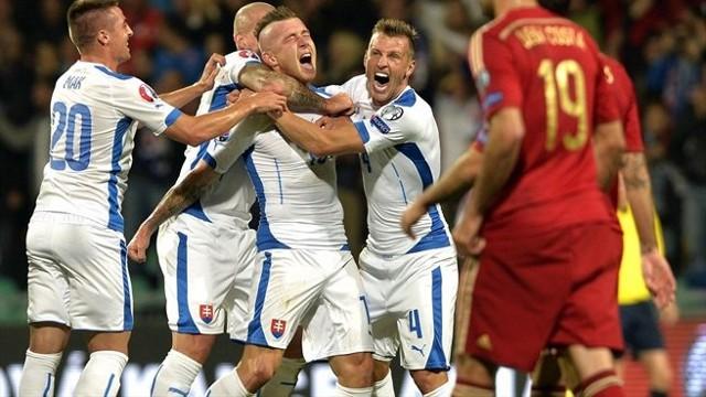 Eslovaquia venció por 2-1 a una irreconocible España