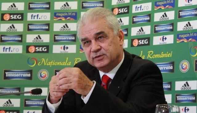 Iordanescu afronta su tercera etapa en la selección de Rumanía
