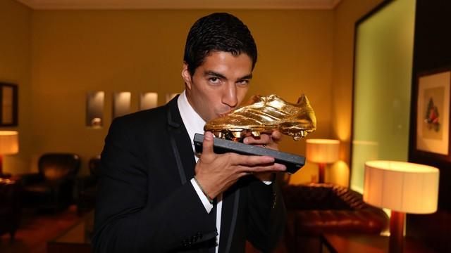 Luis Suárez con su Bota de Oro