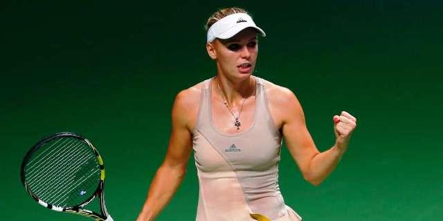 caroline-wozniacki derrota a Sharapova en Finales de Singapur