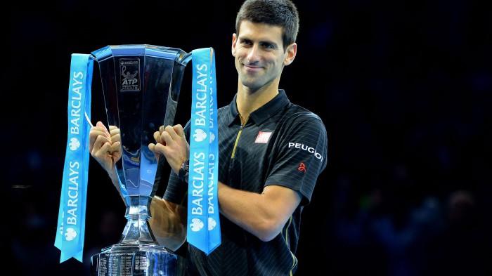 Djokovic gana el Torneo de Maestros tras retiro de Federer