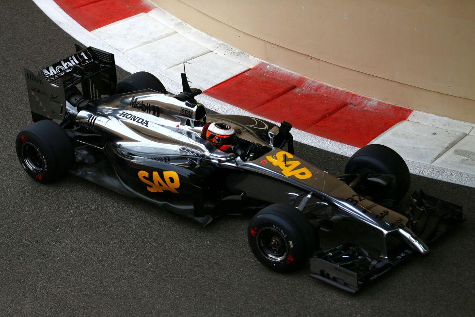 Carlos Sainz Jr. 5º con Red Bull en los test de Abu Dabi, McLaren-Honda se estrena