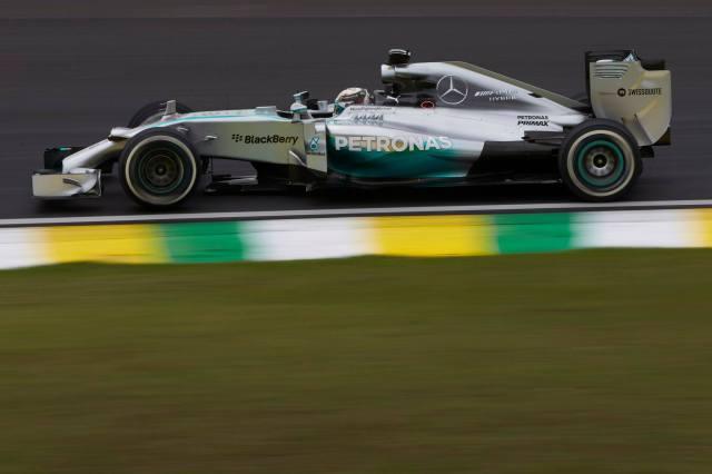 Mercedes gana en Interlagos