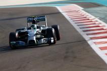 GP de Abu Dabi 2014 de Fórmula 1: Rosberg arrebata la pole a Hamilton, los Red Bull descalificados