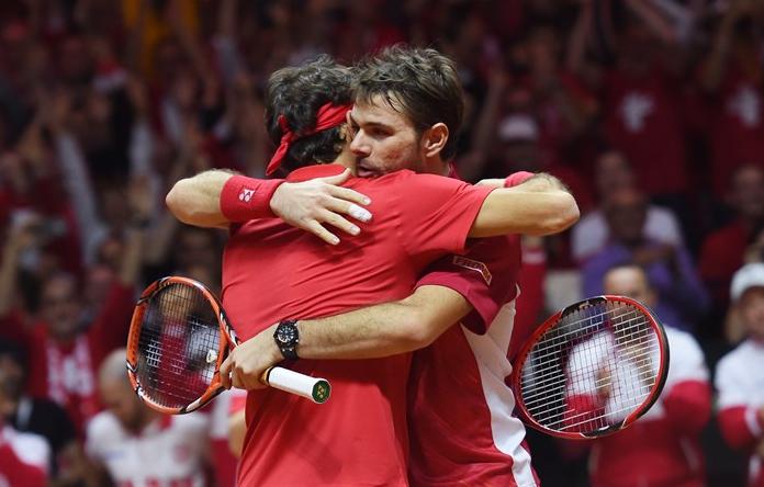 Roger Federer y Stan Wawrinka ganan el dobles