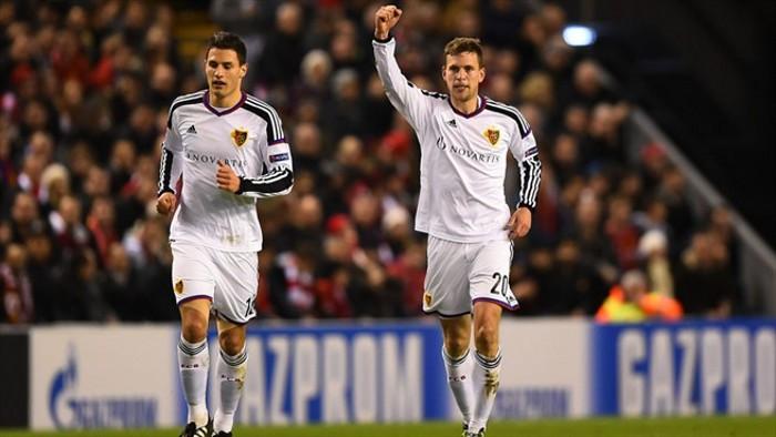 El gol de Frei le valió al Basilea el pase a octavos en Anfield