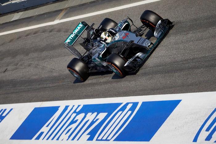 Lewis Hamilton extiende el dominio de Mercedes, Carlos Sainz acaba 4º