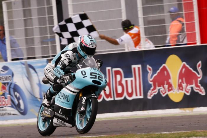 Danny Kent gana en Argentina
