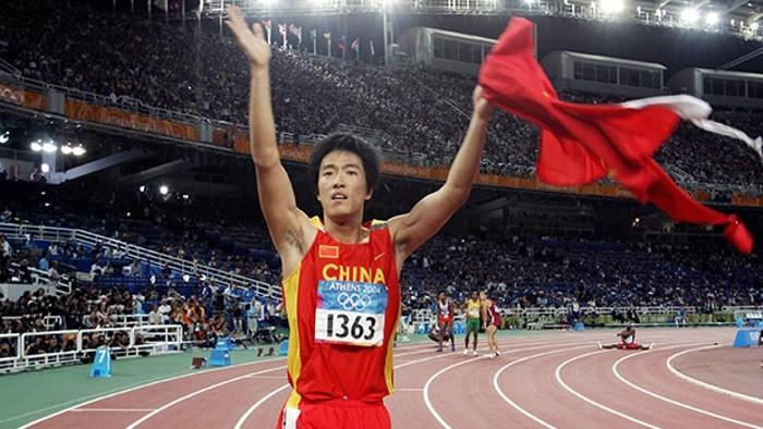 Liu Xiang en Atenas, cuando ganó la primera medalla olímpica para el atletismo chino