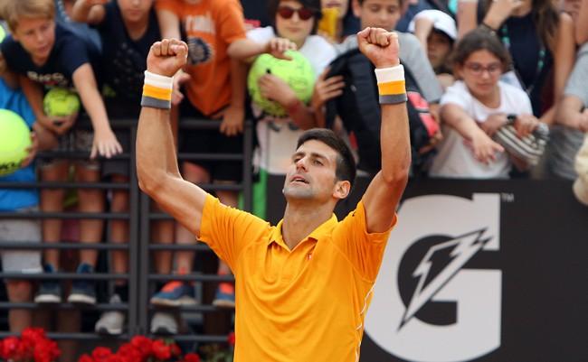 Djokovic gana a Almagro en Roma