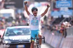 Giro de Italia 2015: Fabio Aru gana en Cervinia y recupera la segunda plaza