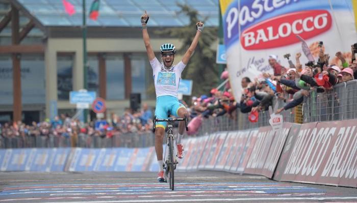 Fabio Aru ganó su segunda etapa en Sestriere