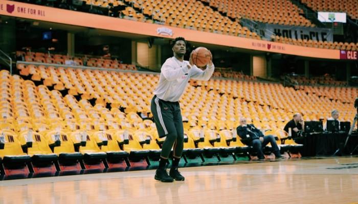 Jimmy Butler durante un calentamiento con los Bulls