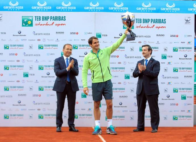 Roger Federer gana en Estambul