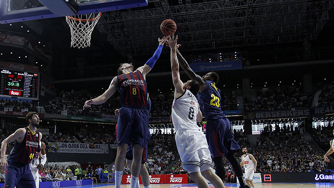 El Real Madrid gana al Barça en segundo partido de la final ACB